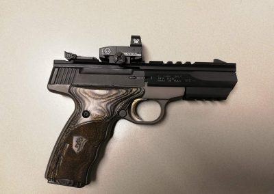 Klein kaliber pistool met reflex sight